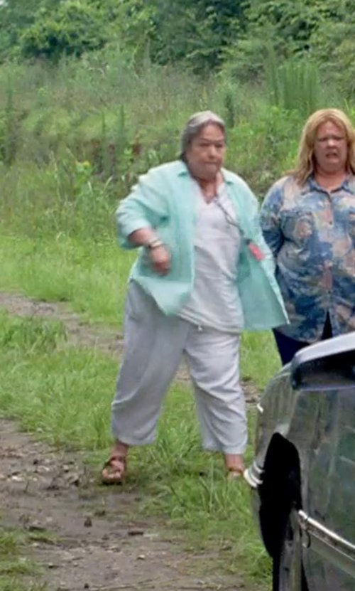 Kathy Bates with Treasure&bond 'Hale' Flat Thong Sandal in Tammy