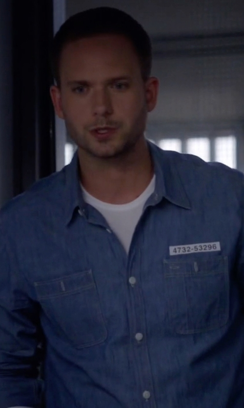 Patrick J. Adams with American Rag Long-Sleeve Chambray Shirt in Suits