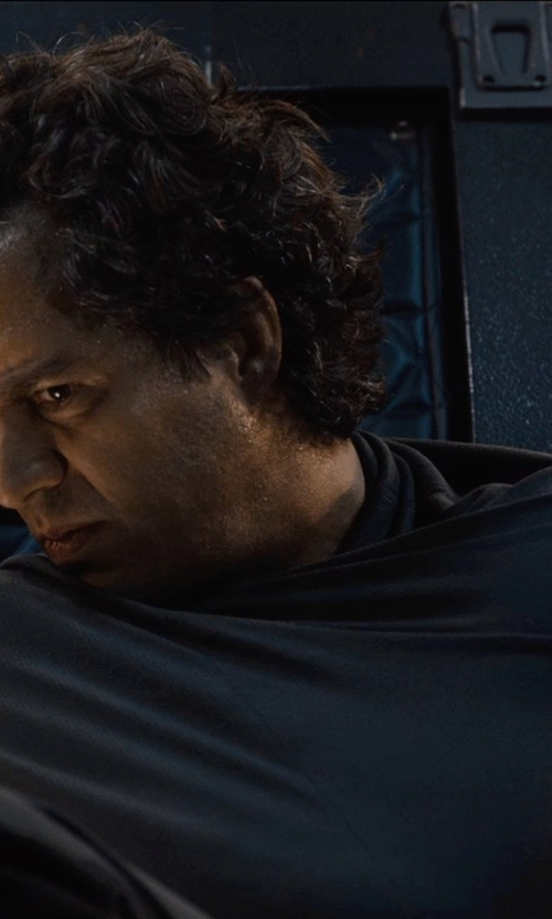 Mark Ruffalo with Port Authority Stadium Blanket in Avengers: Age of Ultron