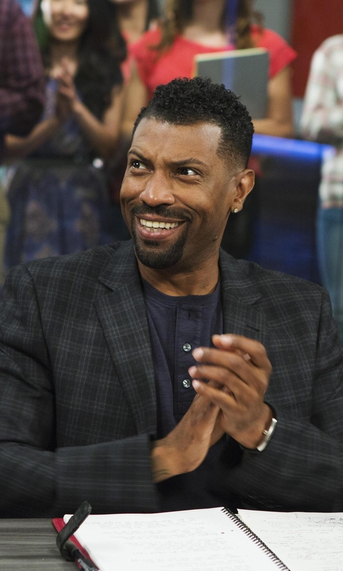 Deon Cole with Barneys New York Plaid Two-Button Sportcoat in Black-ish