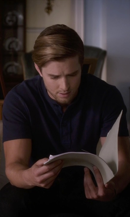 Drew Van Acker with Levi's 510 Skinny Fit Denim Jeans in Pretty Little Liars