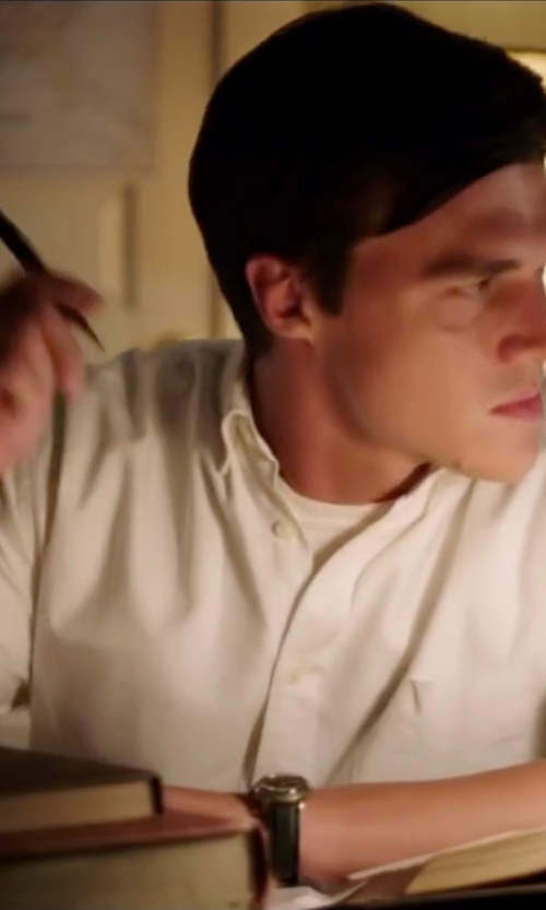 Finn Wittrock with J.Crew Short-Sleeve Irish Linen Shirt in My All American
