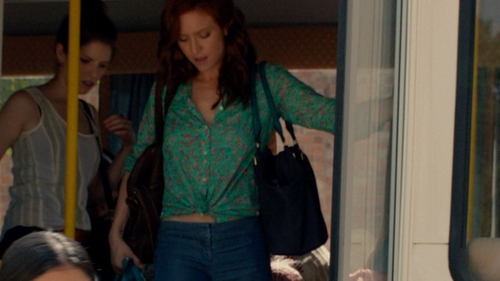 Brittany Snow with Lesportsac Medium Travel Tote Bag in Pitch Perfect 2