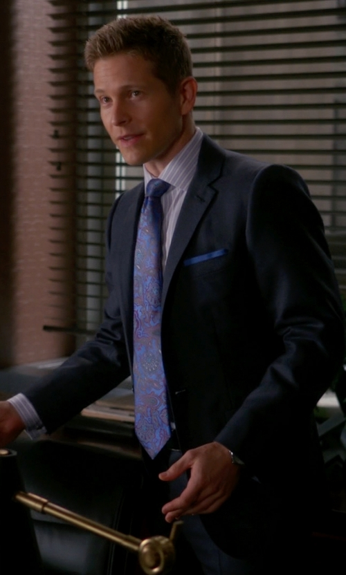 Matt Czuchry with David Donahue Paisley Silk Tie in The Good Wife