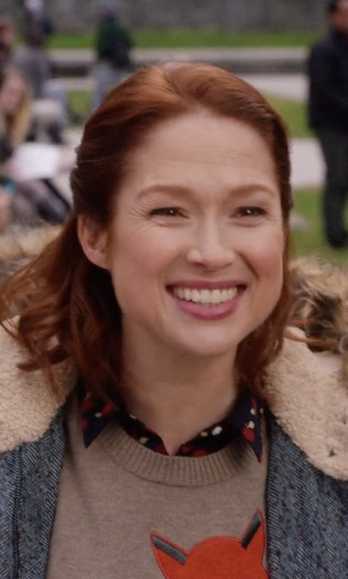 Ellie Kemper with Levi's Apple Print Blouse in Unbreakable Kimmy Schmidt