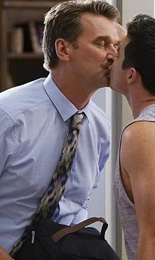 Pete Gardner with Hook + Albert Multi-Toned Chevron Knit Silk Tie in Crazy Ex-Girlfriend