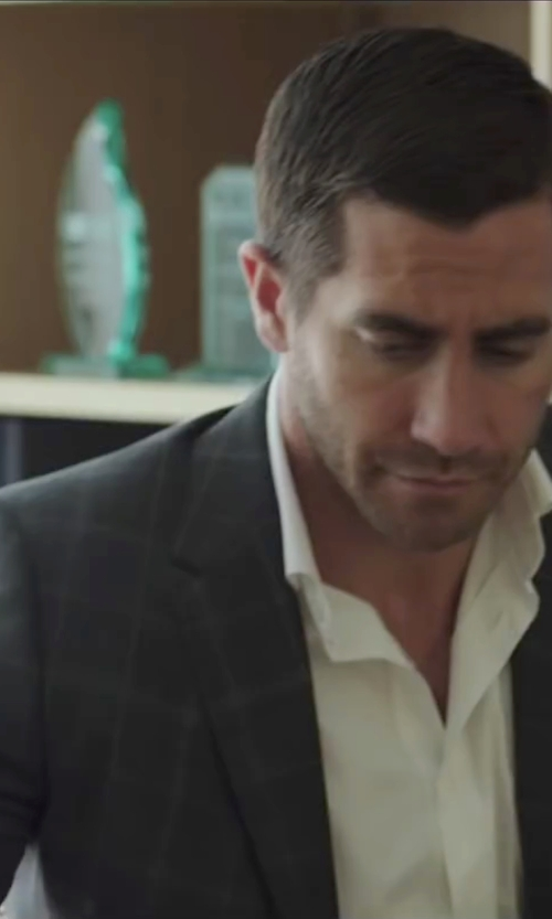 Jake Gyllenhaal with Hickey Freeman Houndstooth Windowpane Overlay Sport Coat in Demolition