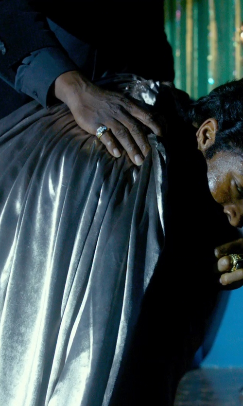 Chadwick Boseman with MaskManiac Adult Metallic Silver Cape in Get On Up