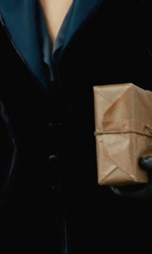 Rachel McAdams with Pineider Women's Black Short Nappa Gloves in Sherlock Holmes: A Game of Shadows
