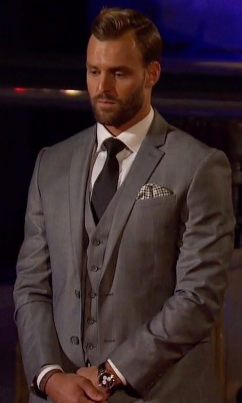 Robby with Kenneth Cole Reaction Sharkskin Slim-Fit Vested Suit in The Bachelorette