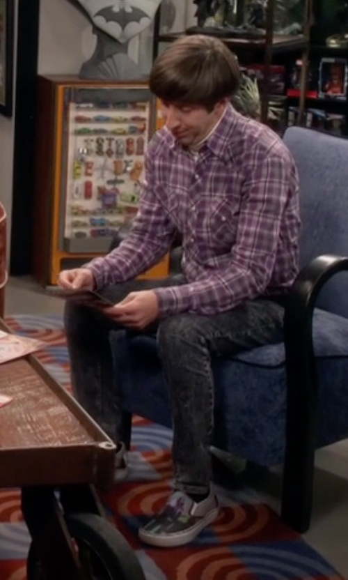 Simon Helberg with Oliver Sweeney Mabillion Fashion Sneakers in The Big Bang Theory