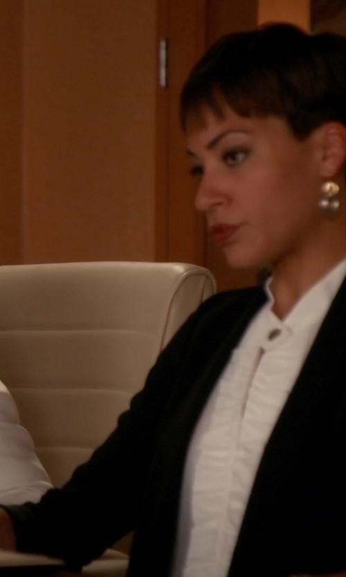Cush Jumbo with Isabel Benenato Shawl Collar Blazer in The Good Wife