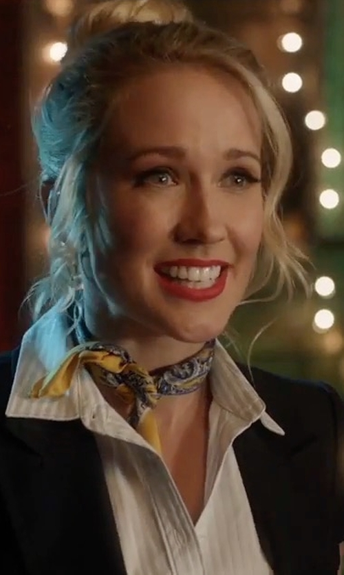 Anna Camp with Brooks Brothers Custom Made Printed Scarf in Pitch Perfect 3