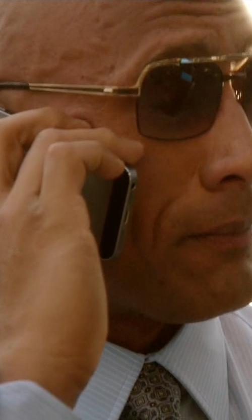 Dwayne Johnson with Apple iPhone 6 in Ballers