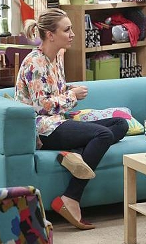 Kaley Cuoco-Sweeting with Calvin Klein Women's Bina SS Flat Shoes in The Big Bang Theory