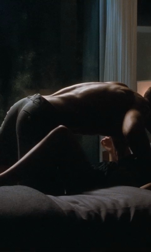 Ryan Gosling with Eucalyptus Origins 600 Thread Count Dual King/Cal King Tencel Sheet Set in Crazy, Stupid, Love.