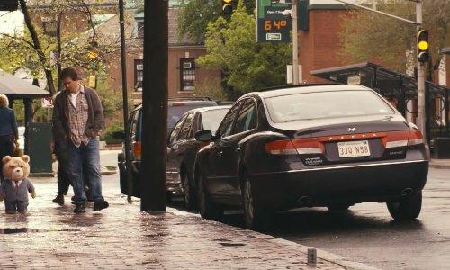 Mark Wahlberg with Hyundai Azera in Ted