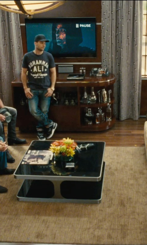 Jeremy Piven with Bobkona Seattle Microfiber Sofa in Entourage