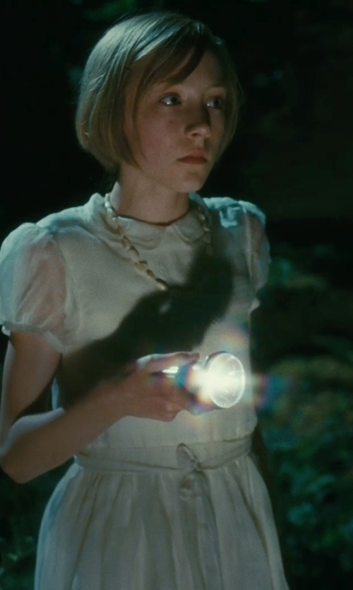Saoirse Ronan with Tara Pearls Freshwater Cultured Pearl Strand Necklace in Atonement