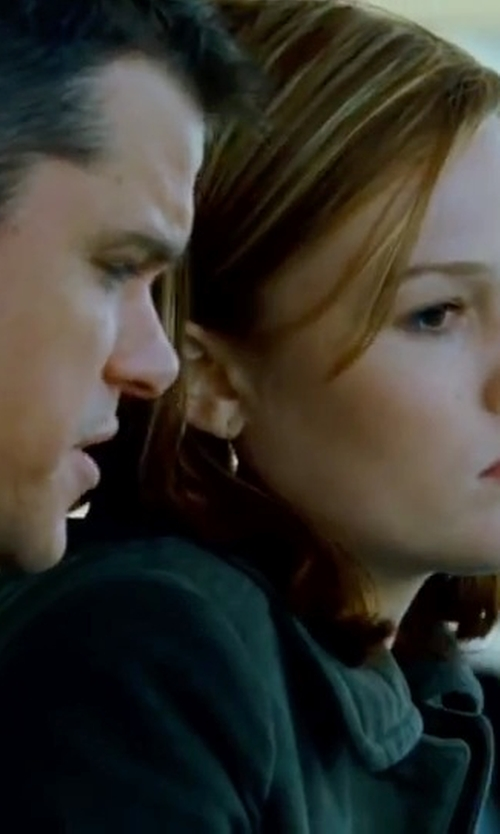 Julia Stiles with Gurhan Small Dangling Drop Earrings in The Bourne Ultimatum