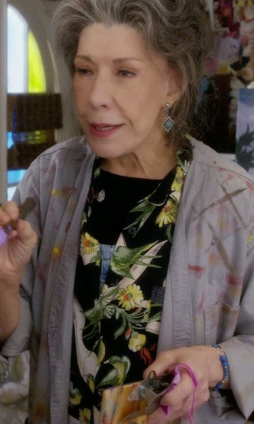 Lily Tomlin with Topshop Boutique 'Daisy' Print Silk Shirt in Grace and Frankie
