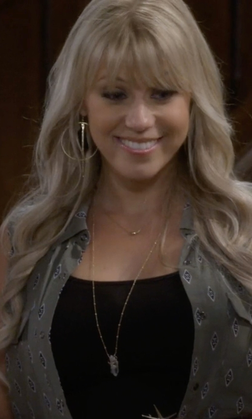 Jodie Sweetin with Kendra Scott Carole Necklace in Fuller House