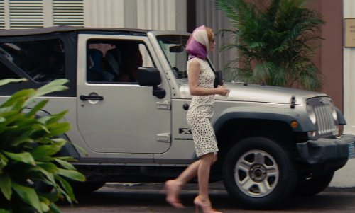 Cameron Diaz with Jeep Wrangler X in The Other Woman