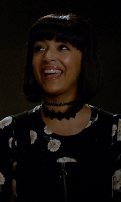 Hannah Simone with Alice + Olivia Delaina Cropped Crew Neck Tee in New Girl