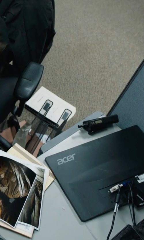 Jake Gyllenhaal with Acer 24-Inch Screen LCD Monitor in Prisoners