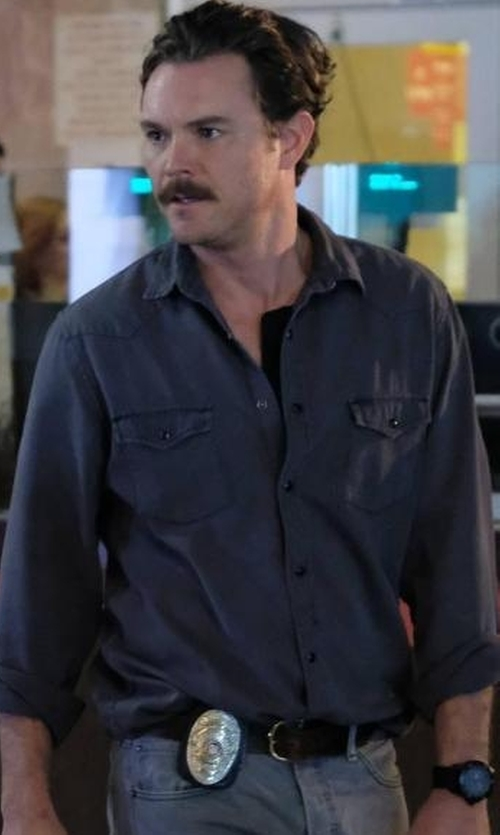 Clayne Crawford with Salvatore Ferragamo Grained Leather Belt in Lethal Weapon