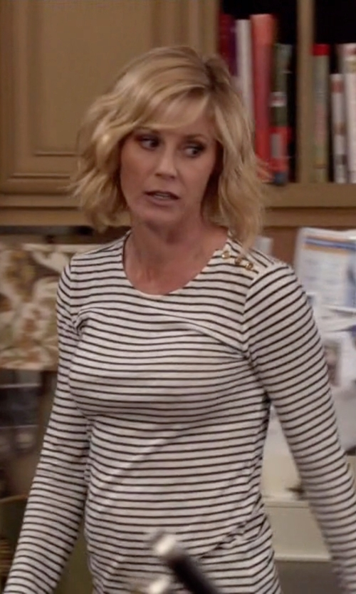 Julie Bowen with J.Crew Long-Sleeve Striped Painter T-Shirt in Modern Family