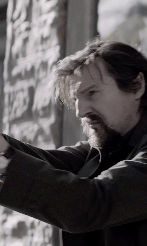 Liam Neeson with SIG Sauer P228 in A Walk Among The Tombstones