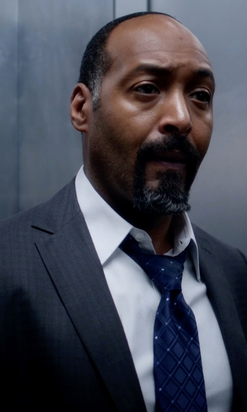 Jesse L. Martin with Hickey Freeman Tonal Plaid Worsted Wool Suit in The Flash