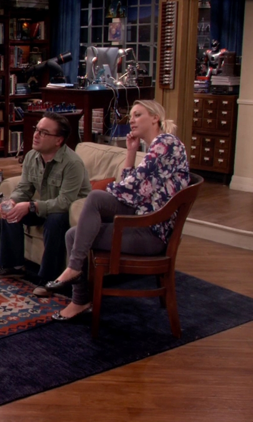 Kaley Cuoco-Sweeting with Rockport Total Motion Bow Ballet Flats in The Big Bang Theory