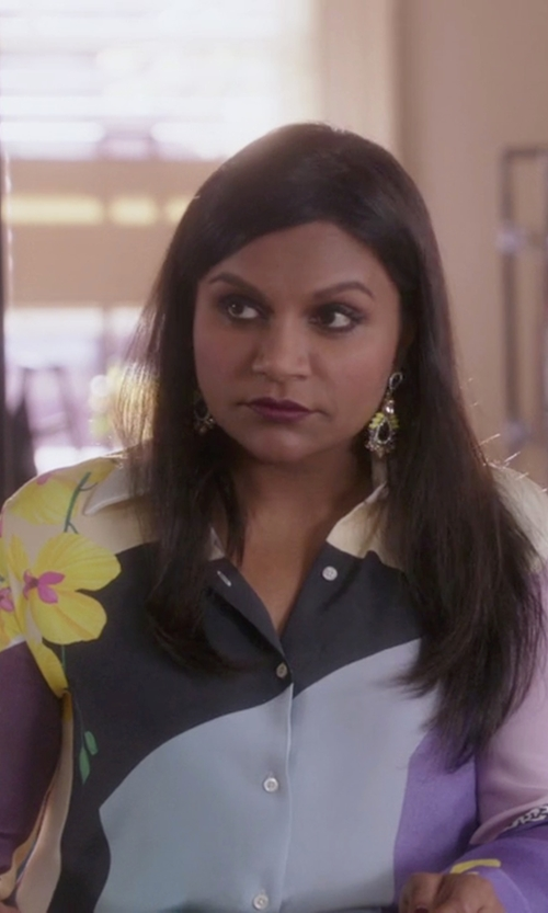Mindy Kaling with 3.1 Phillip Lim Printed Silk-Crepe Shirt in The Mindy Project