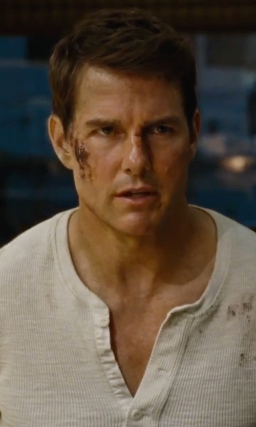 Tom Cruise with Cotton Citizen The Jagger Henley Shirt in Jack Reacher: Never Go Back