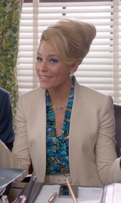 Elizabeth Banks with See By Chloé Floral-Print Washed-Sateen Top in Pitch Perfect 2