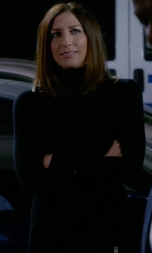 Chelsea Peretti with Hayden Cashmere Turtleneck Sweater in Brooklyn Nine-Nine