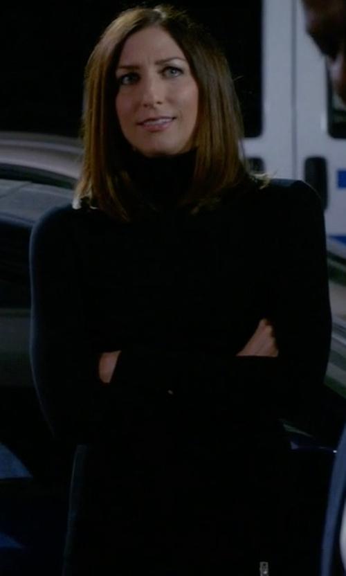 Chelsea Peretti with Hayden Cashmere Turtleneck Sweater in Brooklyn Nine-Nine