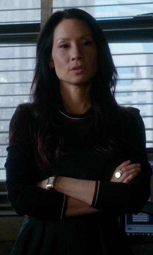 Lucy Liu with Vince Knit Blend And Anthracite Foil Print Crewneck Sweater in Elementary