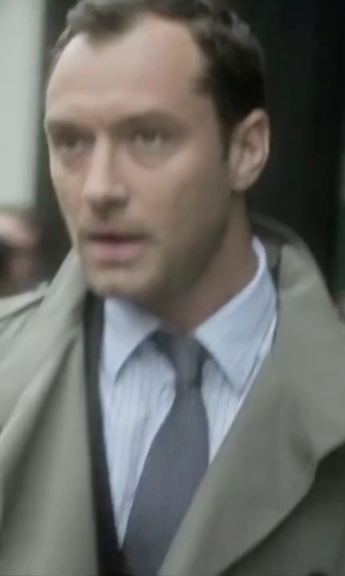 Jude Law with Gucci Point Collar Dress Shirt in Side Effects