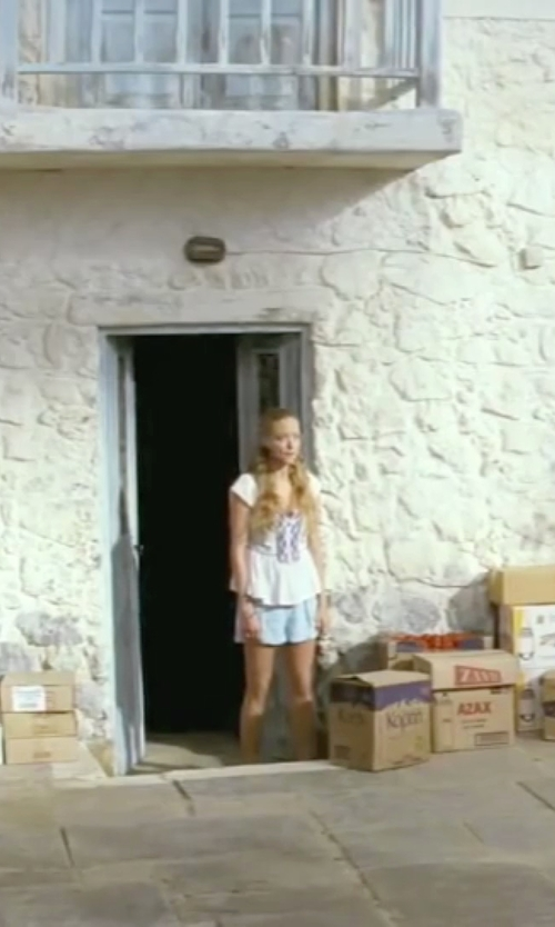 Amanda Seyfried with Volcom 'Frochickie' Chino Shorts in Mamma Mia!