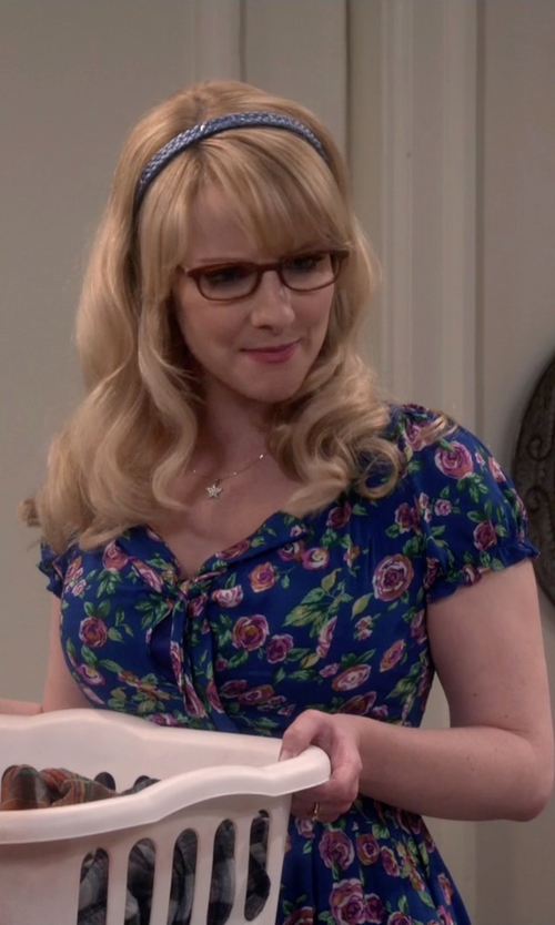 Melissa Rauch with Forever 21 Rose Print Dress in The Big Bang Theory