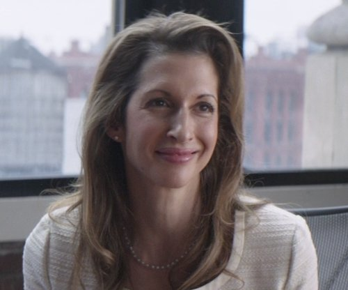 Alysia Reiner with Tara Pearls Akoya Cultured Pearl Necklace in That Awkward Moment