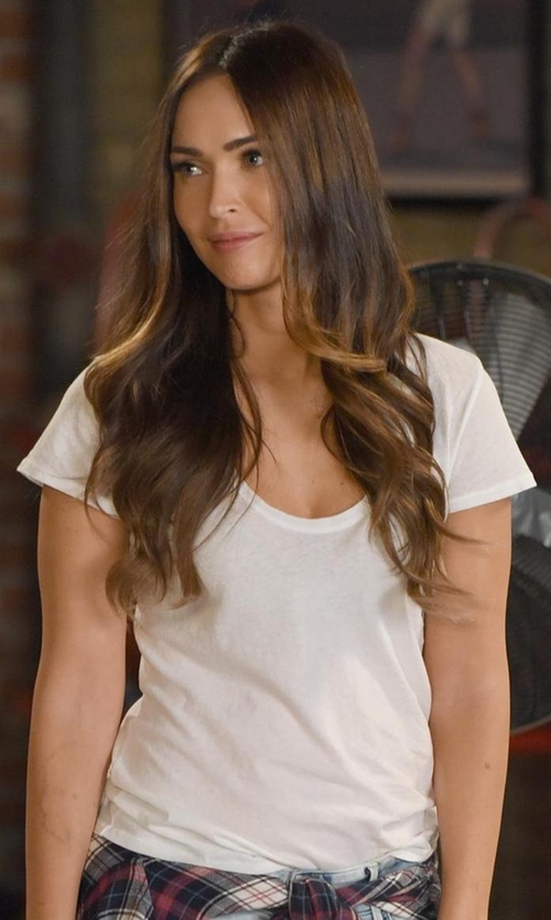 Megan Fox with Alternative  Roadtrip Scoop Neck Tee  in New Girl