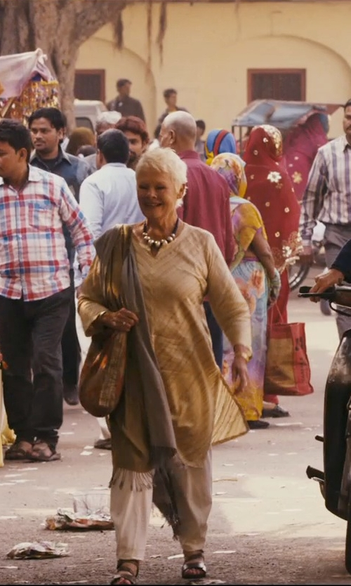 Judi Dench with Rangmanch Womens Indian Ethnic Kurta Tunic in The Second Best Exotic Marigold Hotel