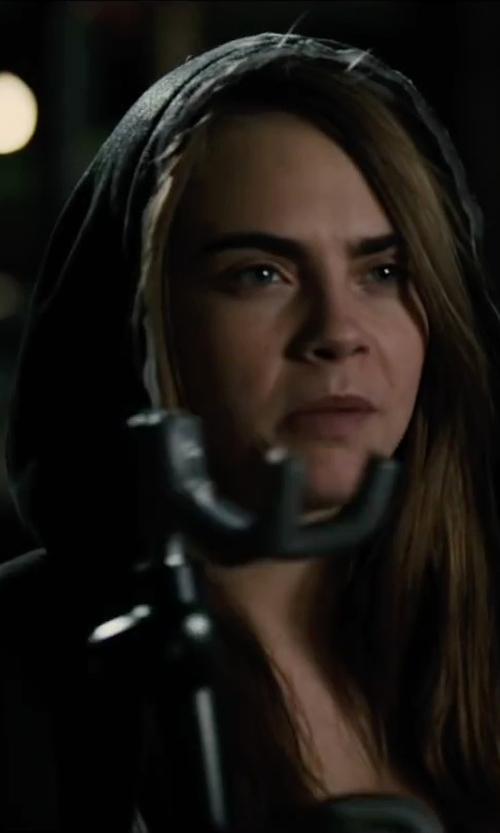 Cara Delevingne with Master Lock Quad Hook Advanced Security Steering Wheel Lock in Paper Towns