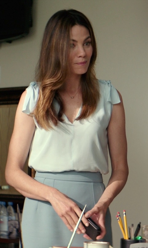Michelle Monaghan with Theory Stretch Wool Pencil Skirt in The Best of Me