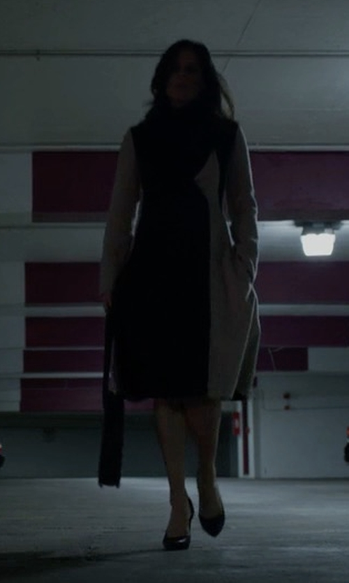 Neve Campbell with Boss Runway Cibina Colorblock Coat in House of Cards