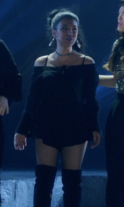Chrissie Fit with En Créme Off-The-Shoulder Romper in Pitch Perfect 3